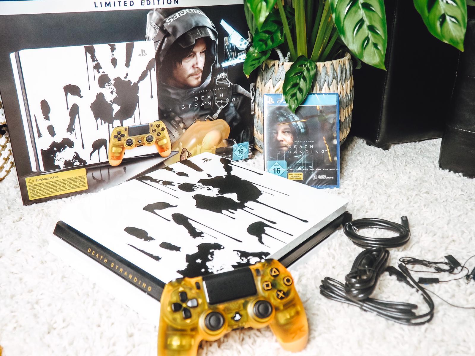 Die neue PS4 Pro Death Stranding Limited Edition ist am 8.11.2019 offiziell erschienen. ✔️Heute ein ausführliches Unboxing auf dem Gamer Girlz Blog ✔️.