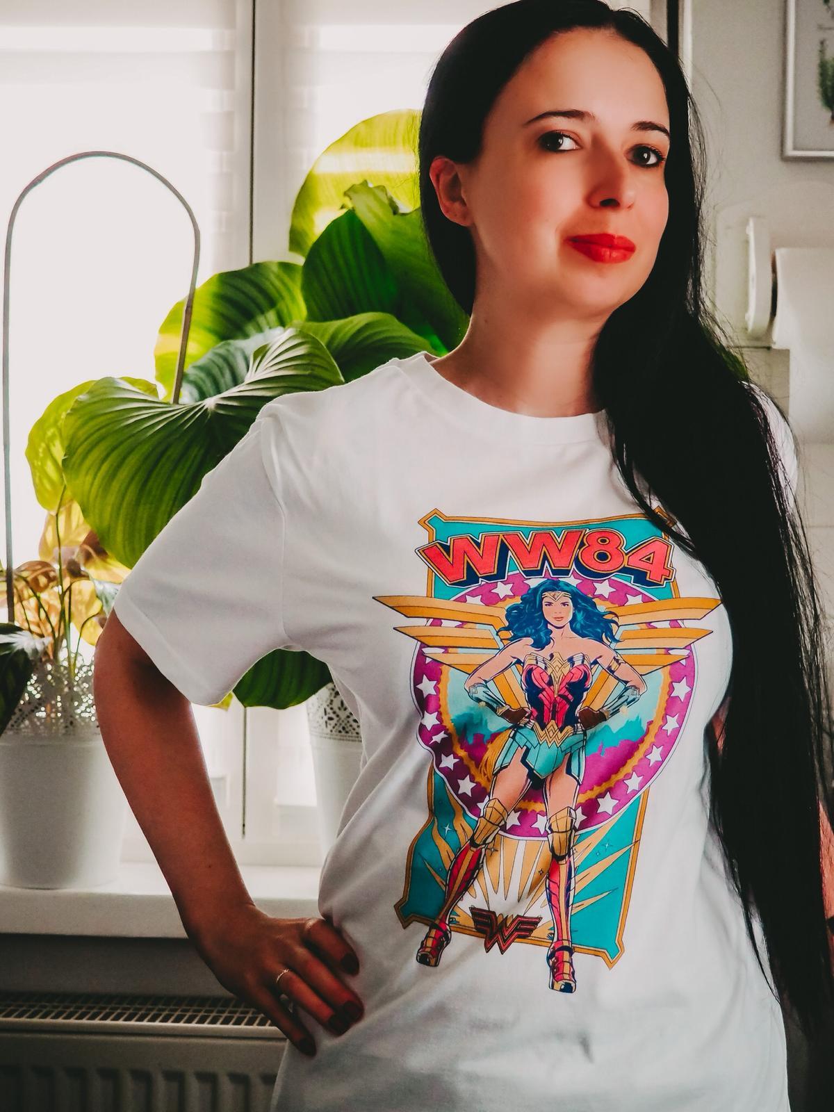 Neue Kollektionen von Zavvi - WW84 Shirt